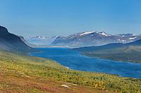Lake Langas and mountains of Stora Sjöfallet national park, near Saltoluokta Fjällstation, Kungsleden trail, Lapland, Sweden