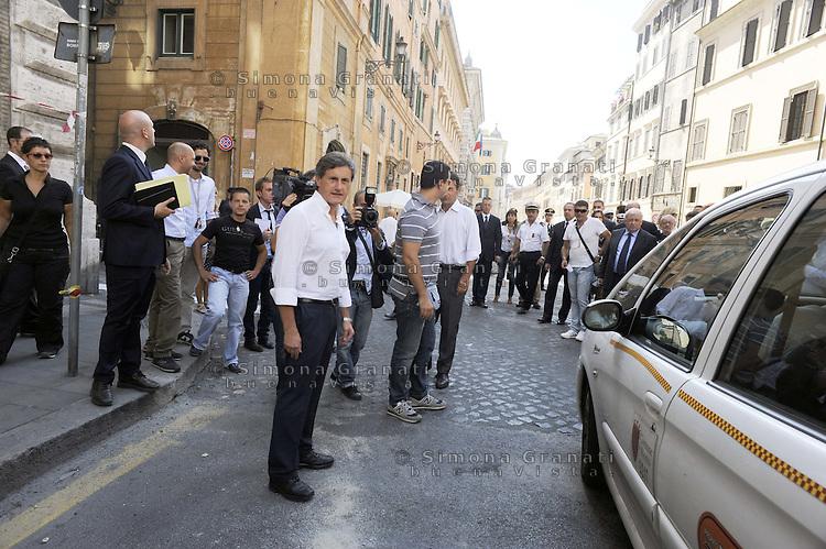 Roma 1 Settembre 2011.Corso Rinascimento.Il sindaco Gianni Alemanno, arrivato in bicicletta, riapre Corso Rianascimento dopo i lavori del manto stradale..