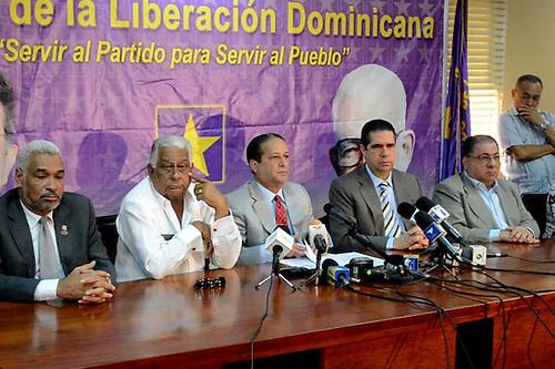 Radhamés Camacho, EuclidesGutiérrez Félix, Reinaldo Pared Pérez, Francisco Javier García y José Ramón Fadul, del Comité Político del PLD.