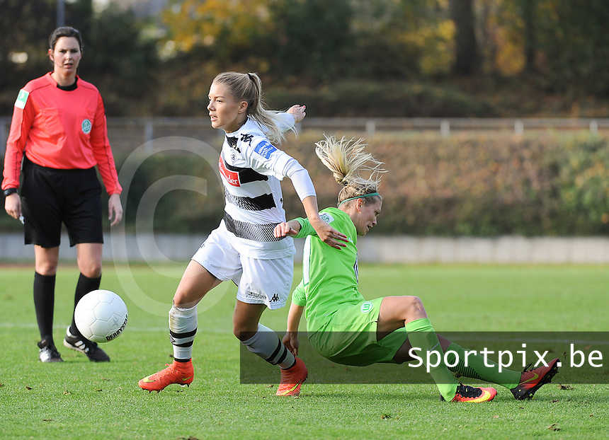 20161105 - MOENCHENGLADBACH , GERMANY : Wolfsburg's Lara Dickenmann (R) and Mönchengladbach's Vanessa Wahlen (L)  pictured during an Allianz Frauen Bundesliga game between Borussia Mönchengladbach and Vfl Wolfsburg during the 7th spieltag - game for the 2016-2017 Allianz Frauen-Bundesliga season , Saturday 5 th November 2016 ,  PHOTO Dirk Vuylsteke | Sportpix.Be
