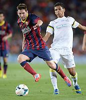 FUSSBALL  INTERNATIONAL   SAISON 2011/2012   02.08.2013 Gamper Cup 2013 FC Barcelona - FC Santos Lionel Messi (li, Barca) am Ball gegen Leandrinho (FC Santos)