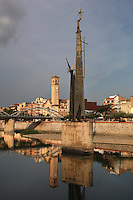 "Monument to the ""batalla de l'Ebre"" (the Ebro battle), Lluis M. Saumells Panades, 1966, Tortosa, Tarragona, Spain. This memorial commemorates the decisive 1938 battle that sealed the fate of the Spanish Civil War. In 1986, the Franco-related symbols were removed from the monument. Picture by Manuel Cohen"
