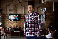 Ahmed Sabry est un jeune supporter de l'equipe de foot de Port Said. Plusieurs de ses amis ont ete condamne a mort suite au jugement du massacre match de foot à Port Said.