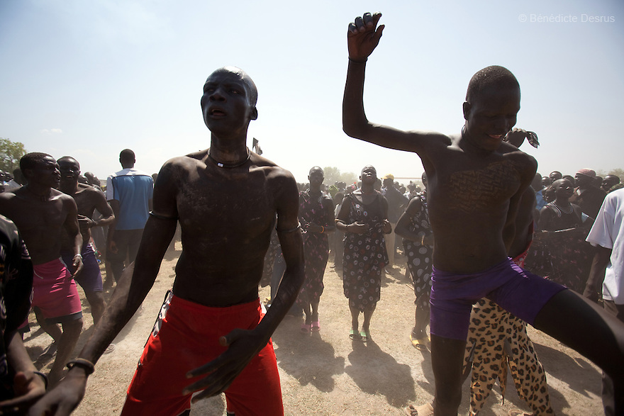 18 december 2010 - Juba, Southern Sudan - Members of the Mundari tribe from Central Equatoria State dance after the final of South Sudan's first commercial wrestling league between their tribe and the Dinka wrestlers from Bor, Jonglei State at Juba Stadium. The matches attracted large numbers of spectators who sang, played drums and danced in support of their favorite wrestlers. The match organizers hoped that the traditional sport would bring together South Sudan's many different tribes. Photo credit: Benedicte Desrus