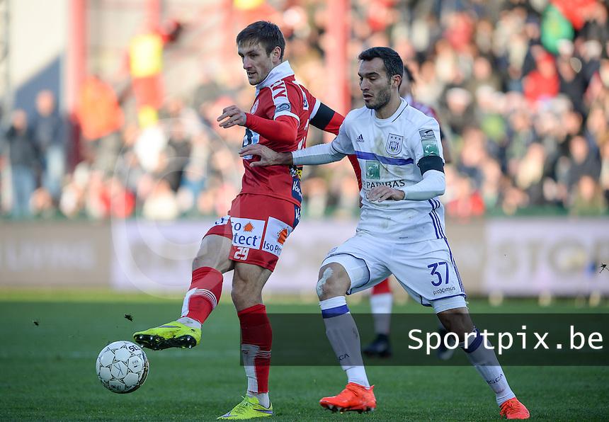 KV Kortrijk - RSC Anderlecht : Andriy Totovytskyi (links) in duel met Ivan Obradovic (r)<br /> Foto David Catry | VDB | Bart Vandenbroucke