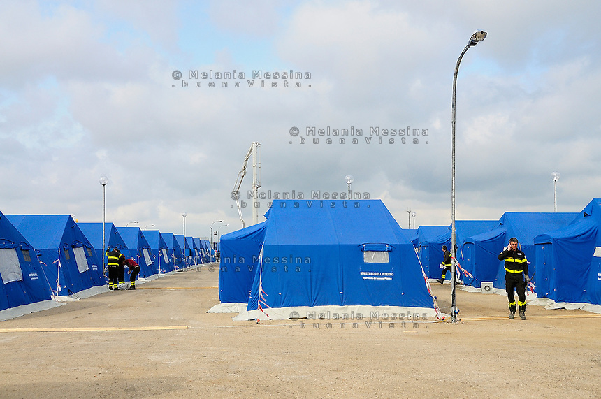 the tent cities set up at Chinisia, near the airport of Trapani Birgi to receive migrants from Lampedusa.<br /> Tendopoli allestita a Trapani per accogliere i migranti provenienti da Lampedusa