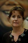 Foto: VidiPhoto..JOHANNESBURG - Portret van Heather Bennett, vrouw van de Zimbabwaanse onderminister Roy Bennett die op dit moment wordt vastgehouden in een gevangenis in Mutare. Volgens Heather Bennett is zijn gevangenschap een wraakactie van president Mugabe, Roy Bennett als oud-ZANU-PF-lid veel kiezers van Mugabe's partij heeft afgesnoept toen hij zich aansloot bij oppositiepartij MDC. Uit angst om ook gevangen genomen te worden verblijft Heather in Johannesburg, Zuid-Afrika.