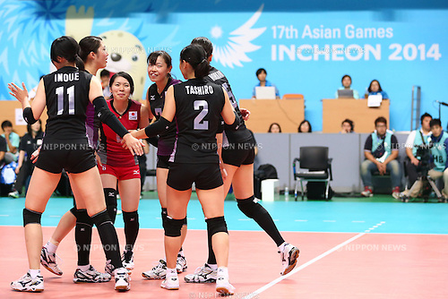 Japan Women's team group (JPN), <br /> SEPTEMBER 22, 2014 - Volleyball : <br /> Women's Preliminary <br /> between Japan 3-0 India <br /> at Ansan Sangroksu Gymnasium <br /> during the 2014 Incheon Asian Games in Incheon, South Korea. <br /> (Photo by Shingo Ito/AFLO SPORT) [1195]