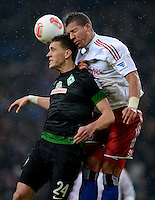 FUSSBALL   1. BUNDESLIGA   SAISON 2012/2013    19. SPIELTAG Hamburger SV - SV Werder Bremen                          27.01.2013 Nils Petersen (li, SV Werder Bremen) gegen Jeffrey Bruma (re, Hamburger SV)