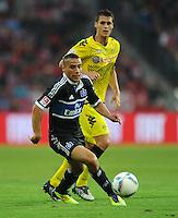 Fussball 1. Bundesliga :  Saison   2011/2012   Liga Total Cup  20.07.2011 Borussia Dortmund - Hamburger SV Aenis Ben - Hatira (li, Hamburger SV) gegen Sebastian Kehl (re, Borussia Dortmund)