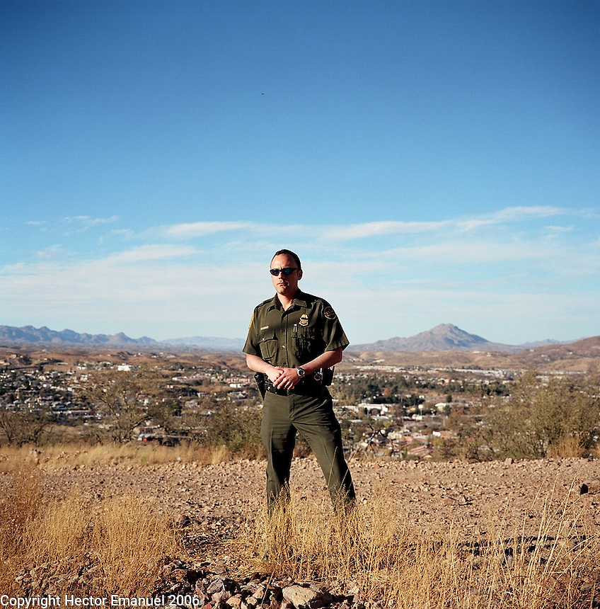 Border Patrol agent Jim Hawkins in Nogales (US side).12/9/05.photos: Hector Emanuel