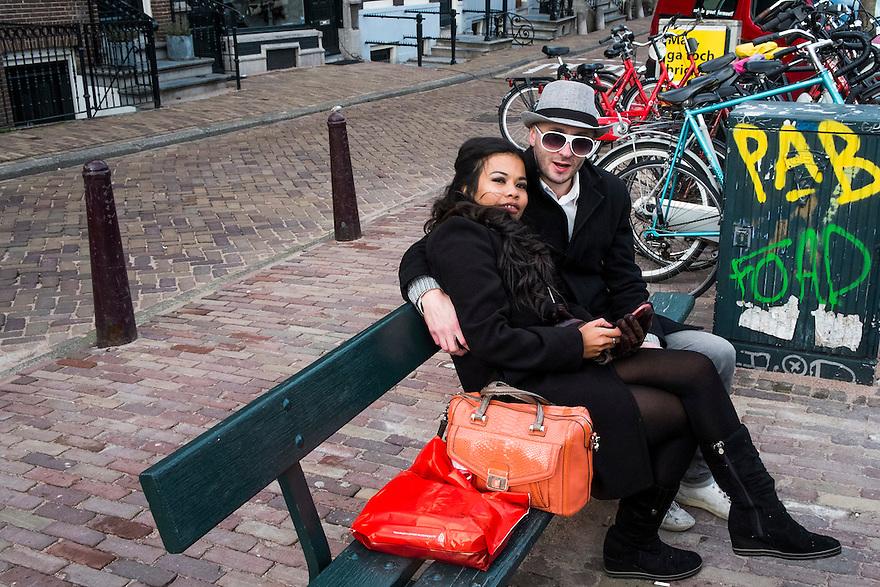 Nederland, Amsterdam,  2 maart 2014<br /> Stel toeristen op een bankje op een amsterdamse gracht.   <br /> Foto(c): Michiel Wijnbergh