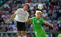 FUSSBALL   1. BUNDESLIGA   SAISON 2011/2012    2. SPIELTAG VfL Wolfsburg - FC Bayern Muenchen      13.08.2011 Mario GOMEZ (li, Bayern) gegen Simon KJAER (re, Wolfsburg)