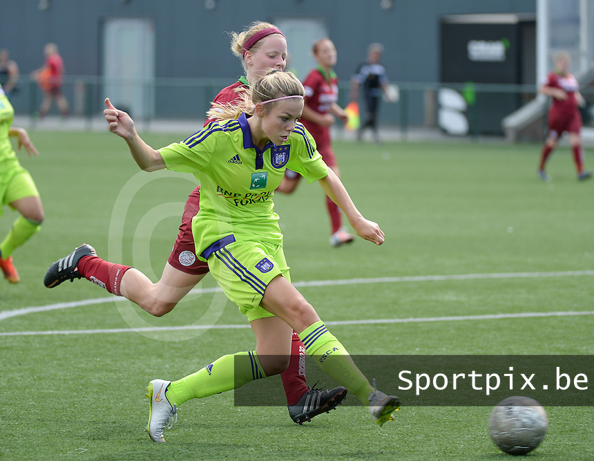 20150808 - ZULTE , BELGIUM : Anderlecht's Nadine Hanssen pictured during a friendly soccer match between the women teams of Zulte-Waregem and RSC Anderlecht  , during the preparations for the 2015-2016 SUPERLEAGUE season, Saturday 8 August 2015 . PHOTO DAVID CATRY