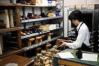 Student is making shoes at Sarukawa Footwear College