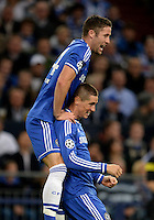 FUSSBALL   CHAMPIONS LEAGUE   SAISON 2013/2014   GRUPPENPHASE FC Schalke 04 - FC Chelsea        22.10.2013 Jubel nach dem 0:1: Gary Cahill und Fernando Torres (v.l., beide FC Chelsea)
