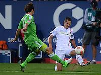 FUSSBALL   1. BUNDESLIGA  SAISON 2012/2013   3. Spieltag FC Augsburg - VfL Wolfsburg           14.09.2012 Emanuel Pogatetz (li, VfL Wolfsburg) gegen Torsten Oehrl (FC Augsburg)