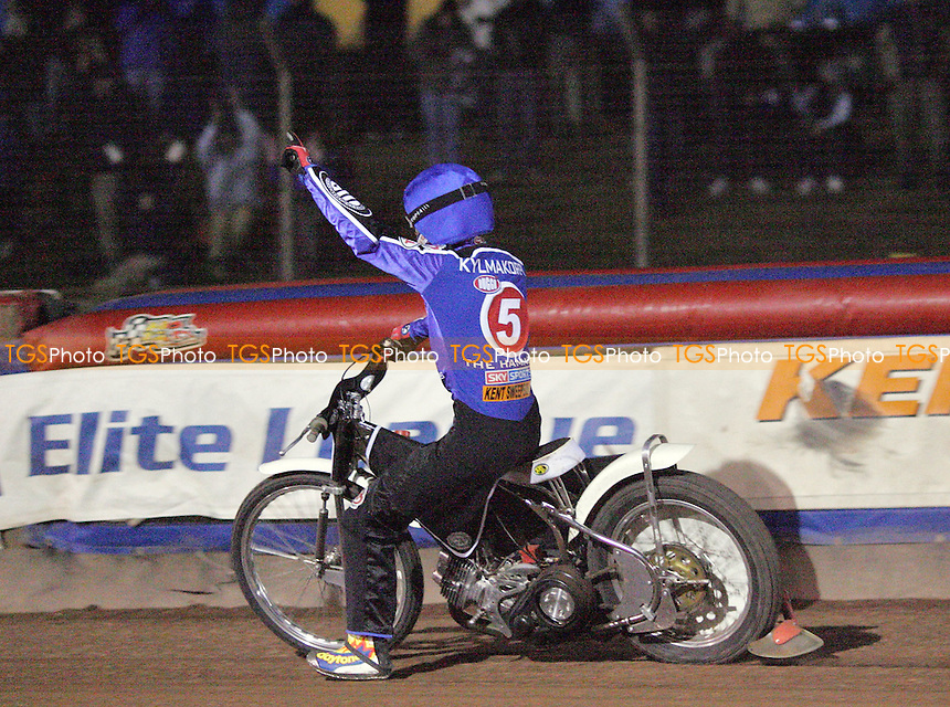 Arena Essex Hammers vs Eastbourne Eagles, Spring Cup 1st Leg - 17/03/06 - Joonas Kylmakorpi salutes a bouyant Arena crowd after Arena's 5-1 in Heat 13 - (Gavin Ellis 2006)