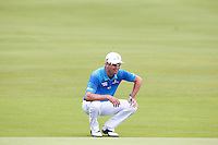Zach Johnson waits to putt on the 1st green during the 2016 U.S. Open in Oakmont, Pennsylvania on June 16, 2016. (Photo by Jared Wickerham / DKPS)