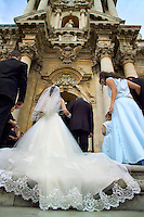 Siracusa, Sicily, Italy, May 2007. The Duomo cathedral is the place to get married in Siracusa.  The rugged nature of sicily harbours beautiful villages and ruins of ancient civilizations. Photo by Frits Meyst/Adventure4ever.com