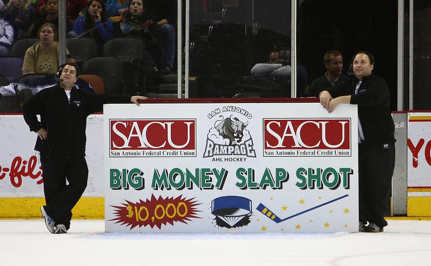 SACU Big Money Slapshot promotion during the first period of an AHL hockey game, Saturday, April 11, 2009, in San Antonio, Texas. (Darren Abate/pressphotointl.com)