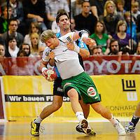 Manuel Späth (FAG) am Ball wird von hinten Rolf Hermann (TBV) gehalten