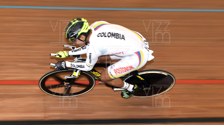 CALI – COLOMBIA – 19-02-2017: Diego Peña de Colombia en la prueba de clasificación del Kilometro hombres en el Velodromo Alcides Nieto Patiño, sede de la III Valida de la Copa Mundo UCI de Pista de Cali 2017. / Diego Peña from Colombia in Men's Kilometer Classification Race at the Alcides Nieto Patiño Velodrome, home of the III Valid of the World Cup UCI de Cali Track 2017. Photo: VizzorImage / Luis Ramirez / Staff.