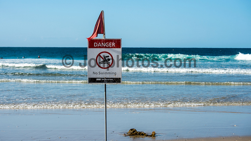Snapper Rocks,  Coolangatta, Queensland, Australia.(Thursday, January 7, 2016): The surf was good this morning with S winds and the swell from the SE in the 3 to 4ft range . The tide was low just after 12.30 pm. The Goldie points were very nice on the incoming tide during the afternoon.The Christmas -New Year holidays made the surf very crowded.<br />  Photo: joliphotos.com