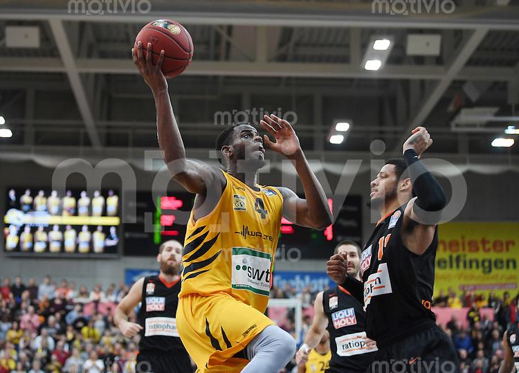 Basketball  1. Bundesliga  2016/2017  Hauptrunde  12. Spieltag  04.12.2016 Walter Tigers Tuebingen - ratiopharm Ulm Julian Washburn (li, Tigers) gegen Chris Babb (re, Ulm)