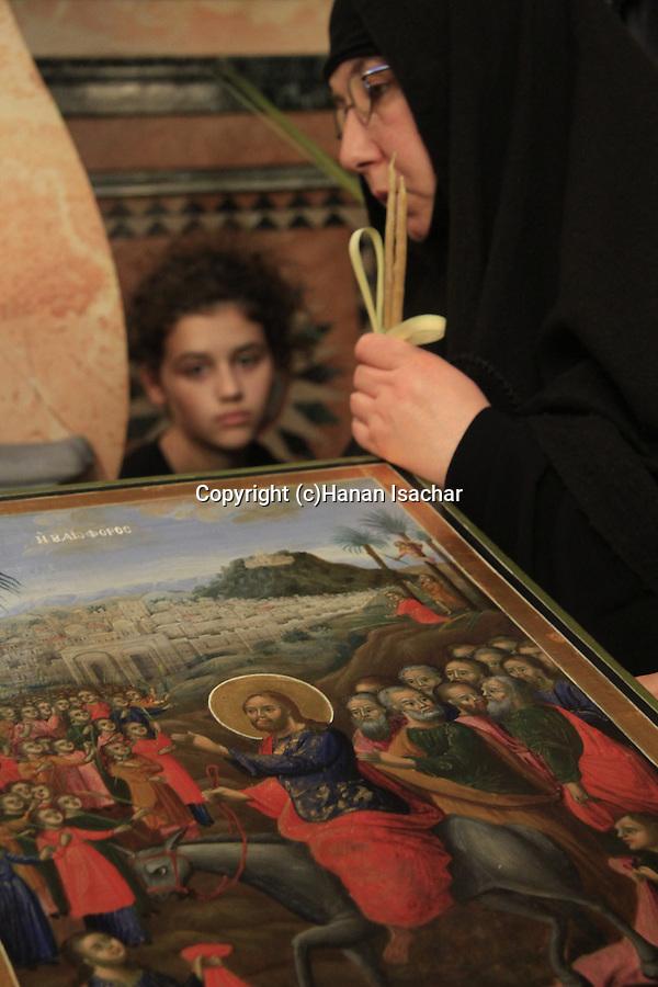 Israel, Jerusalem, Orthodox pilgrims on Palm Sunday at the Church of the Holy Sepulchre