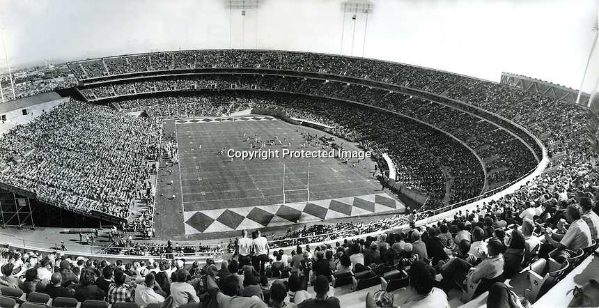 Opening day of the Oakland-Alameda County Coliseum<br />