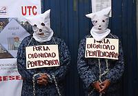 INPEC, Guardianes Protestan Encadenados. / Guardians Protest Chained. Bogotá, Colombia, 21-08-2014