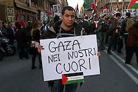 Roma 17 Gennaio 2009.Manifestazione  Contro l'attacco di Israele alla striscia di Gaza..Demonstration against the attack of Israel to the Gaza Strip.The banner reads: Gaza in our hearts.