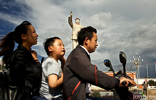 A statue of Mao dominates the central square at the ancient Lijiang town in Yunnan province, southwestern China.