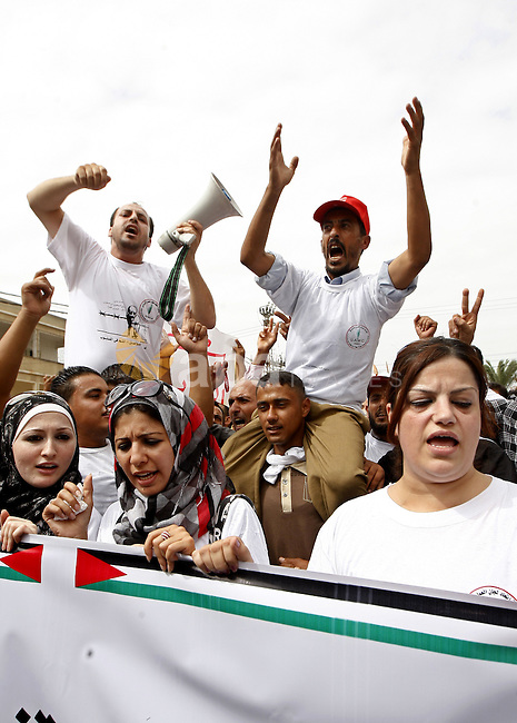 Palestinians chant slogans as they take part in a rally celebrating a prisoner swap between Hamas and Israel, in Gaza City October 12, 2011. Israelis welcomed on Wednesday a major prisoner swap that will free soldier Gilad Shalit after five years in captivity in return for the release of 1,000 Palestinians, but emotions were mixed over the lopsided exchange negotiated with Hamas. Photo by Ashraf Amra