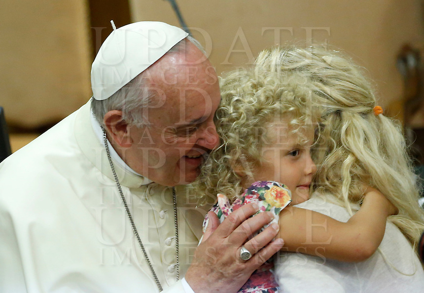 Papa Francesco saluta una bambina urante l'udienza i partecipanti all'Incontro Mondiale dei Dirigenti di Scholas Occurentes, nell'Aula del Sinodo, Citta' del Vaticano, 4 settembre 2014.<br /> Pope Francis greets a child during his audience to participants in the &quot;Scholas Occurentes&quot; executives world meeting, at the Vatican, 4 September 2014.<br /> UPDATE IMAGES PRESS/Riccardo De Luca<br /> <br /> STRICTLY ONLY FOR EDITORIAL USE
