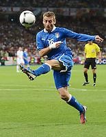 FUSSBALL  EUROPAMEISTERSCHAFT 2012   VIERTELFINALE England - Italien                     24.06.2012 Daniele De Rossi (Italien) Einzelaktion am Ball