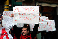 Roma 24 Marzo 2010.La Rete Sociale Casalbertone a contestato il Sindaco di Roma Gianni Alemanno che partecipava alla chiusura della campagna elettorale del P.D.L in piazza Santa Maria Consolatrice a Casal Bertone.I manifestanti sono stati allontanati dalle Forze dell'Ordine..Rome March 24, 2010.The Social Network Casalbertone to challenge the Mayor of Rome Gianni Alemanno who participated in the closing campaign of the PDL in Piazza Santa Maria Consolatrice, to Casal Bertone.I protesters were turned away by Police.