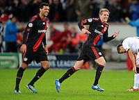 FUSSBALL   CHAMPIONS LEAGUE   SAISON 2011/2012  Bayer 04 Leverkusen - FC Valencia           19.10.2011 Andre SCHUERRLE (re) und Michael BALLACK (li, beide Leverkusen) jubeln nach dem Tor zum 2:1