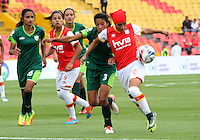 BOGOTA -COLOMBIA, 19-02-2017. Jessica Paola Sanchez (R)  player of Independiente Santa Fe fights the ball agaisnt Milena Torres (L) Action game between  La Equidad and Independiente Santa Fe  during match for the date 1 of the Women´s  Aguila League I 2017 played at Nemesio Camacho El Campin stadium . Photo:VizzorImage / Felipe Caicedo  / Staff