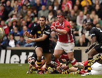 2006, Powergen Cup, Twickenham, Jerery Staunton throws the ball as Llanilli prop, Phil John moves in, London Wasps vs Llanelli Scarlets, ENGLAND, 09.04.2006, 2006, , © Peter Spurrier/Intersport-images.com.   [Mandatory Credit, Peter Spurier/ Intersport Images].