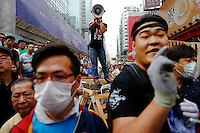 Pro-democracy protesters react from their barricade as several anti-Occupy protesters came close to them at Mongkok shopping district in Hong Kong October 24, 2014. Pro-democracy protesters in Hong Kong say they will hold a straw poll on government proposals they had rejected earlier in the week as the campaign in the Chinese-controlled city entered the fifth week on Friday.   REUTERS/Damir Sagolj (CHINA)