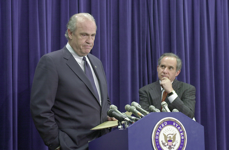 Thompson F.7(DG)052500 -- Fred Thompson, R-Tenn., and Robert G.Torricelli, D-N.J., during a press conference on non-proliferation of Chinese weapons.