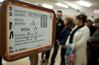 Spagna Barcellona  Elezioni all'assemblea catalana 25 Novembre 2012 Un seggio elettorale nella cittadina di  Gelida (Barcellona) cartello indicante le sezioni