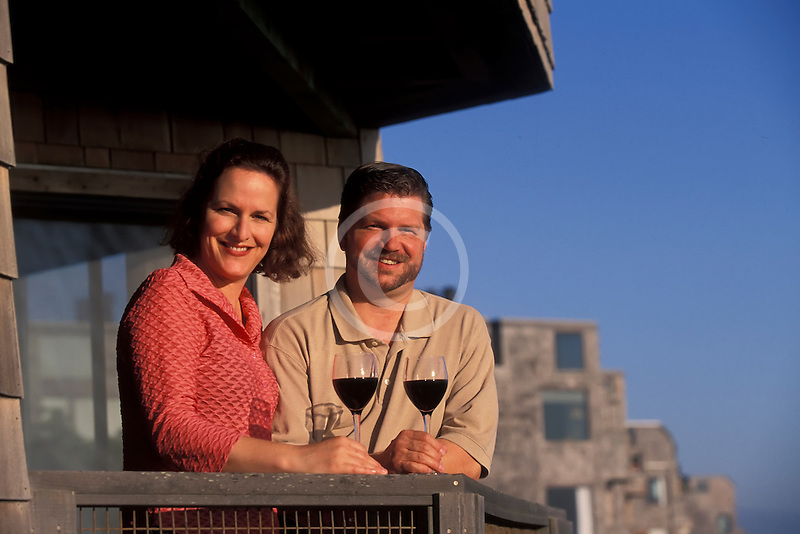 California, Santa Cruz County, Pajaro Dunes, Couple on balcony