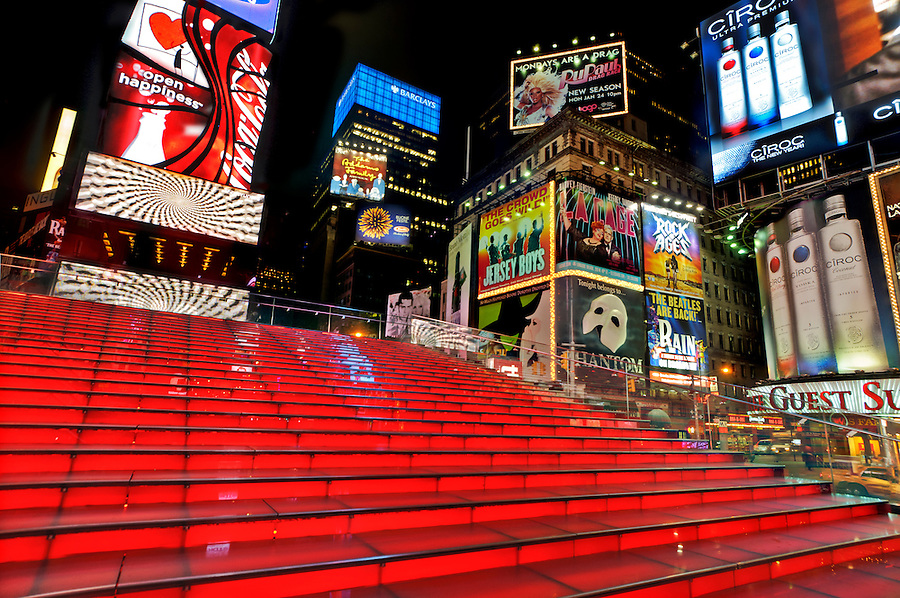 TKTS booth red stairs, Times Square,  structure designed by Nicholas S. Leahy, based on a competition-winning concept by the architects John Choi and Tai Ropiha. William Fellows was the landscape architect, Duffy Square, Manhattan, New York City, New York, USA