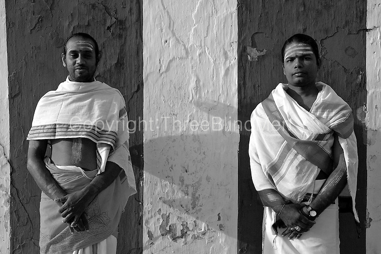 image Sri lanka local priest