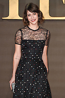 LONDON, UK. November 21, 2016: Lizzy Caplan at the &quot;Allied&quot; UK premiere at the Odeon Leicester Square, London.<br /> Picture: Steve Vas/Featureflash/SilverHub 0208 004 5359/ 07711 972644 Editors@silverhubmedia.com