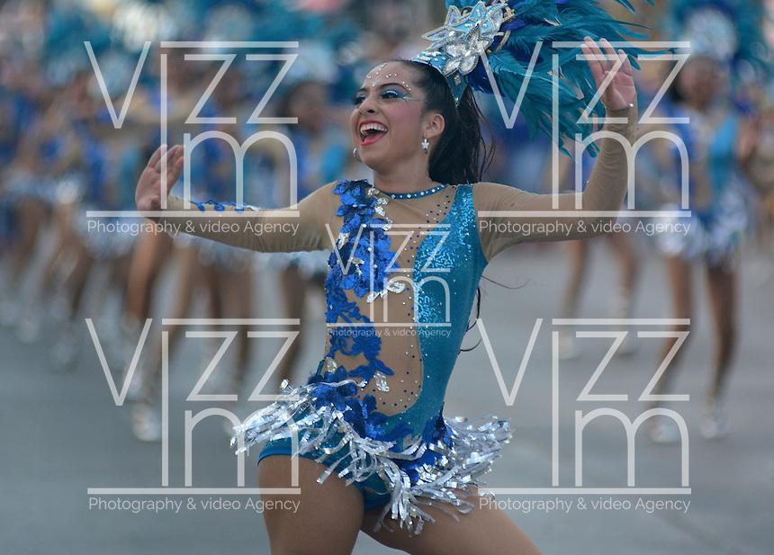 BARRANQUILLA-COLOMBIA- 27-02-2017: Gran Parada Desfile Fantasía carnaval 2017. Carnaval de Barranquilla 2017 invita a todos los colombianos a contagiarse del Jolgorio general de una de las festividades más importantes del país y que se lleva a cabo del 9 hasta el 28 de febrero de 2016. / Gran Parada Fantasy parade of the Carnaval 2017. Carnaval de Barranquilla 2017 invites all Colombians to catch the general reverly that make it one of the most important festivals of the country and take place until February 28, 2017.  Photo: VizzorImage / Alfonso Cervantes / Cont