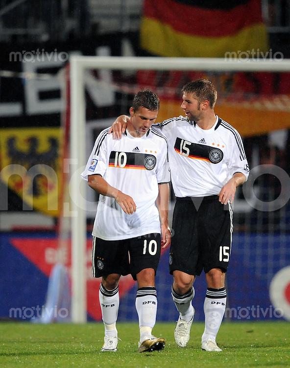 Fussball International   WM  2010  Qualifikation  Gruppe 4    06.09.2008 Liechtenstein - Deutschland JUBEL Deutschland, Thomas Hitzlsperger (re) umarmt  Torschuetze Lukas Podolski